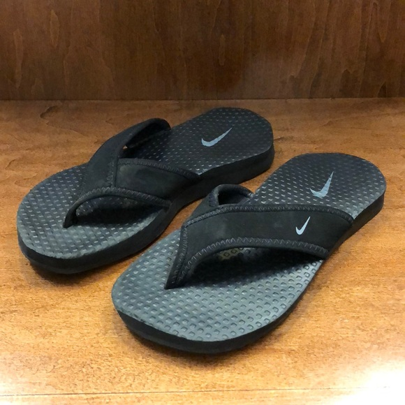 Boys Nike flip flops